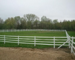 Vinyl horse fence with 4 rails